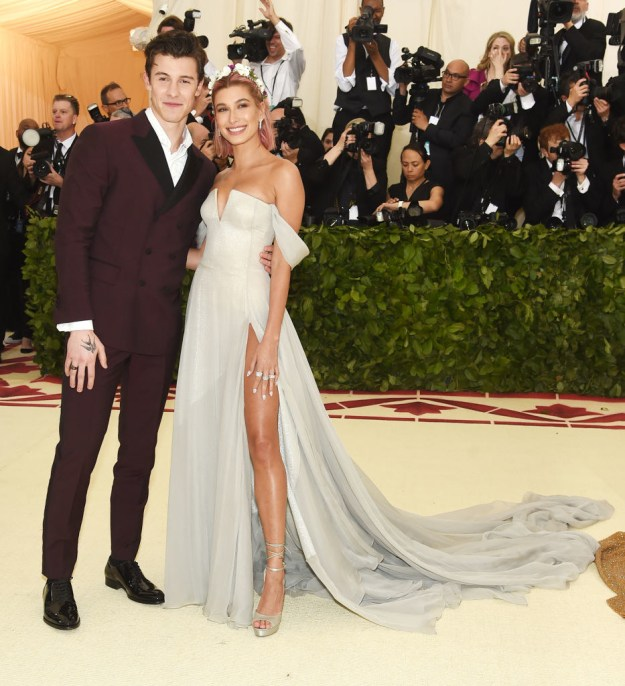 But one shocker you might have missed on the carpet was Hailey Baldwin and Shawn Mendes making their debut as a couple.