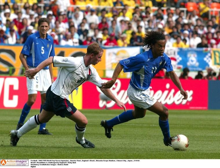 Quase todo mundo se lembra daquele golaço de falta do Ronaldinho para virar o jogo e garantir a classificação para a semi de 2002. Este ano, se Brasil e Inglaterra passarem em primeiro lugar em seus grupos e passarem para as quartas-de-final, vão se enfrentar mais uma vez.