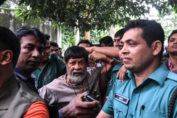 Shahidul Alam (centre)