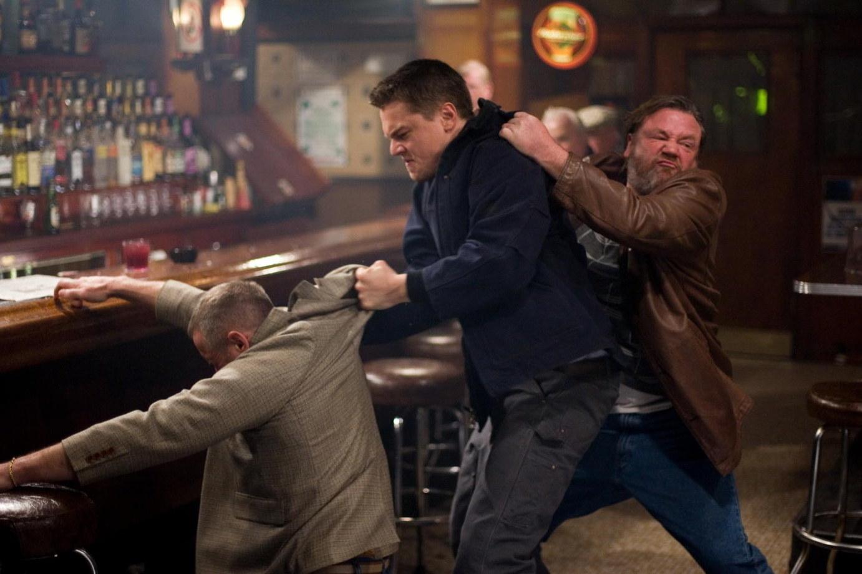 Funcionários de bares e boates tendem a ter tolerância zero para bêbados, podendo se recusar a te servir e até chamar a polícia se julgarem que você está perturbando o ambiente. Então pense duas vezes antes de dar vexame.