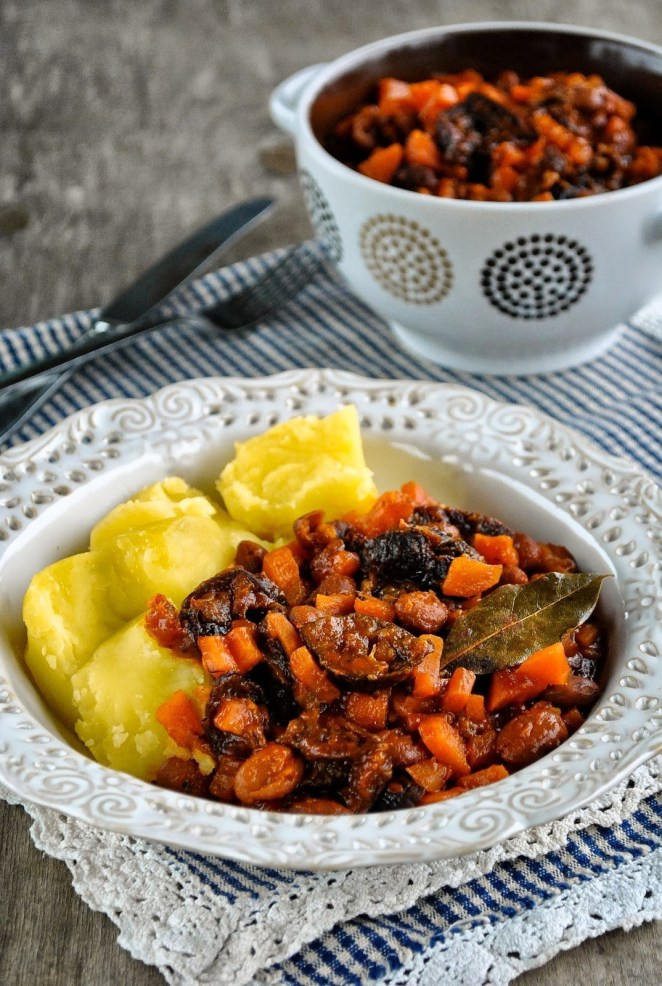 The beans and carrots make this dish hearty and healthy, while the paprika powder, black pepper, and tomato make it oh-so flavorful. Get the tasty ragout recipe here.