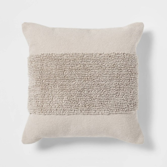 A neutral pillow for the home