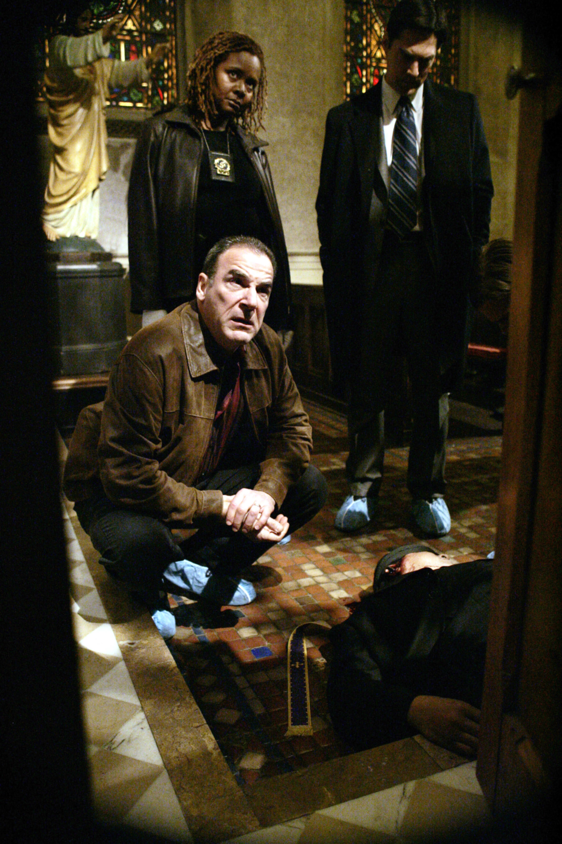 """Mandy Patinkin crouching over a dead body on the set of """"Criminal Minds"""""""