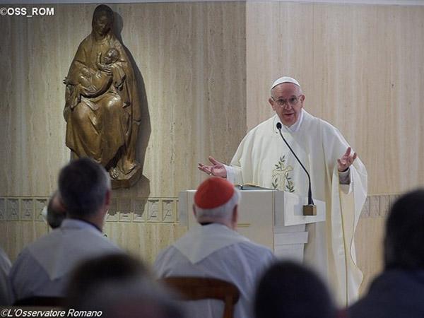 Francisco preside celebração eucarística na Casa Santa Marta, onde reside no Vaticano / Foto: L'Osservatore Romano