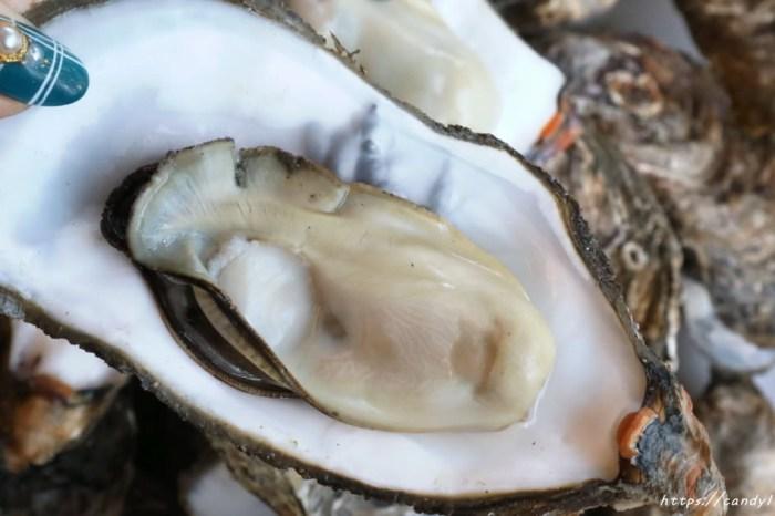 老地方海鮮燒烤現炒│超大鮮蚵在這裡也吃得到,肉質肥美,還會噴汁呢