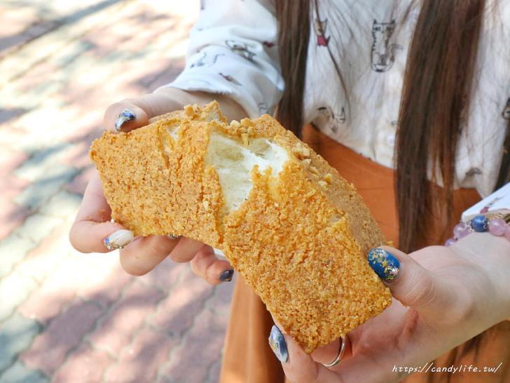 20200130133023 81 - 逢甲人氣現烤菠蘿麵包,外酥內軟,還有香蒜條、乳酪條、花生條,讓人一訪再訪!