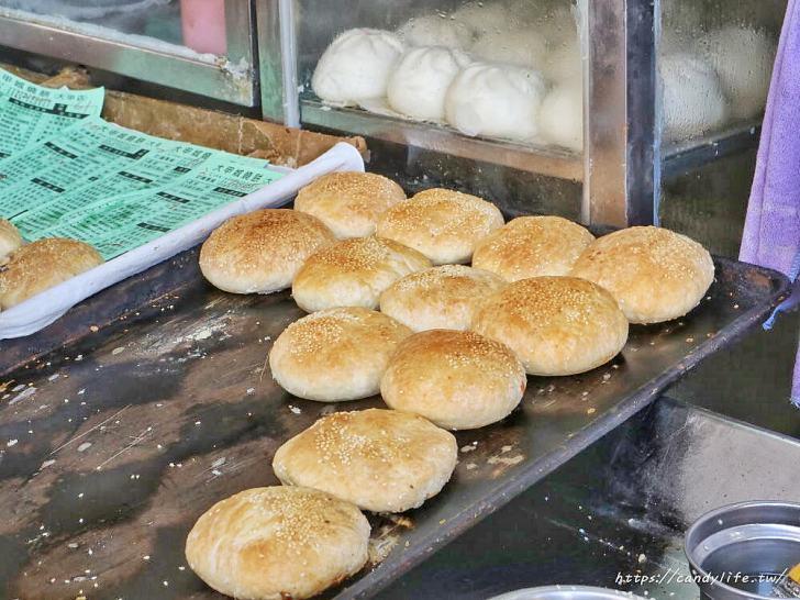 20200207093425 61 - 台中必吃燒餅!一開賣就大排長龍,厚實酥脆,餡料大爆滿,一出爐就搶光,晚來吃不到!