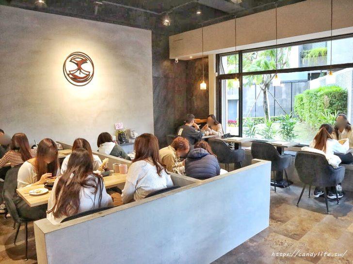 20200212104134 88 - 店裡頭都是型男的質感咖啡館,主打千層蛋糕及生乳酪,還有輕食套餐~