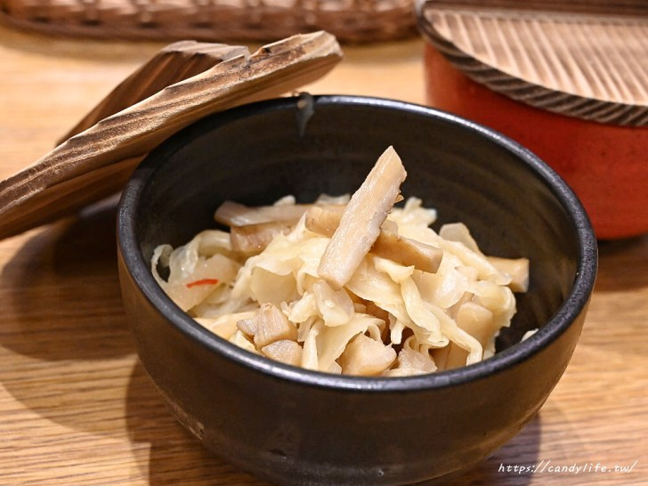 20200601133937 33 - 熱血採訪│日本人氣天丼專賣店進駐台中,用餐時刻人潮滿滿,超大一碗配料整個滿出來!
