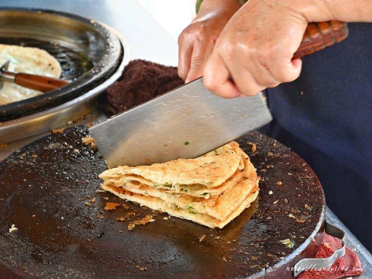 20210330180356 94 - 台中豐原必吃銅板美食!在地人推薦的台中蔥油餅,手工現擀現煎,外酥內Q,天天大排長龍~