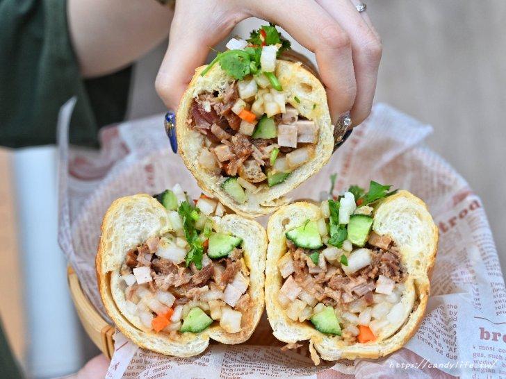 20210406221744 70 - 許多人心目中第一名的台中越南麵包,現烤法國麵包,料整個塞超滿!