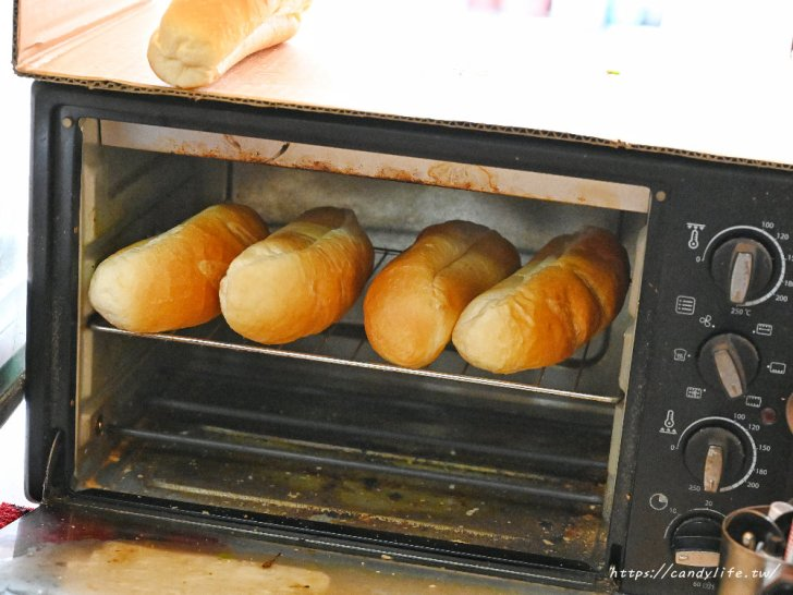 20210406221749 65 - 許多人心目中第一名的台中越南麵包,現烤法國麵包,料整個塞超滿!