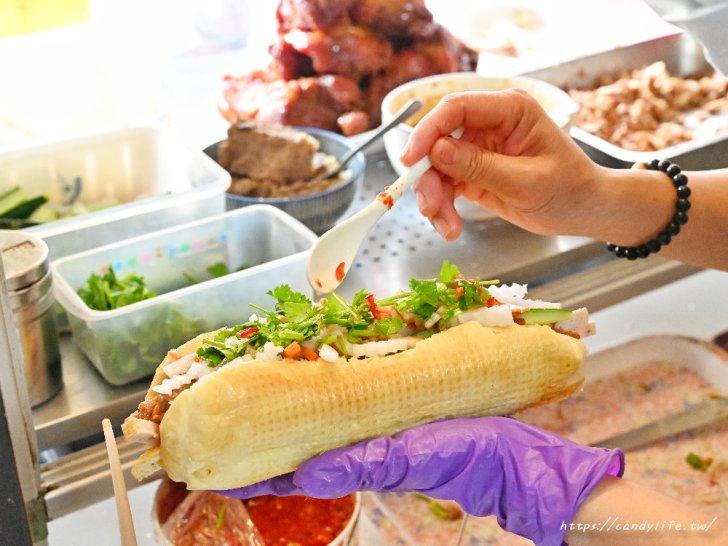 20210406221805 22 - 許多人心目中第一名的台中越南麵包,現烤法國麵包,料整個塞超滿!