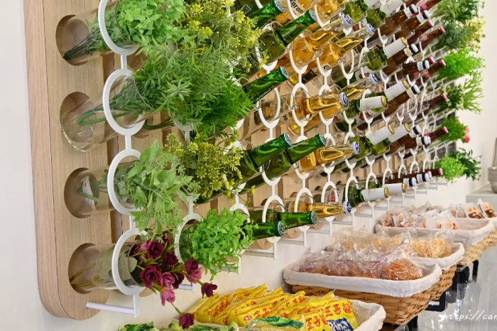 滷拉拉滷味專門店|台中網美風滷味專賣店,超美啤酒牆,中午賣滷味定食,晚上賣自選滷味,還吃的到網美甜點呢~