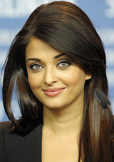 Aishwarya Rai Bachchan's Long Hairstyle With Volume On Top Party