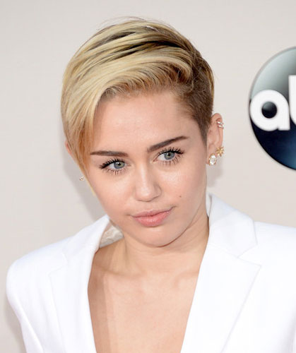 Miley Cyrus Undercut Short Hair At The 2013 American