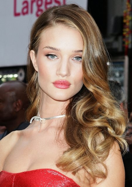 Rosie Huntington Whiteleys Side Swept Curly Hairstyle