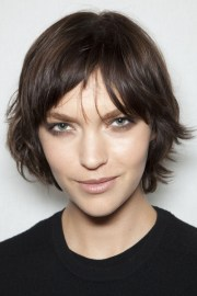 short brunette layered hairstyle
