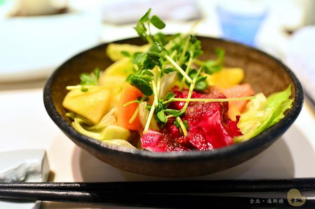 【美食】臺北。國父紀念館《逸鮮棧》水果入菜的精緻日式料理握壽司 - 卡琳。摸魚兒趣