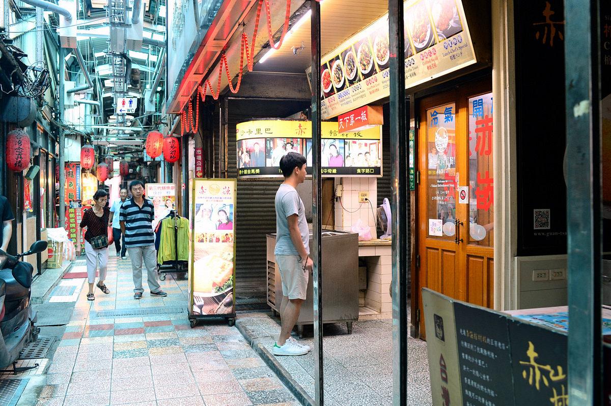 臺南美食 | 中西區《赤崁棺材板》沙卡里巴 康樂市場 臺式小吃老店推薦 - 卡琳。摸魚兒趣