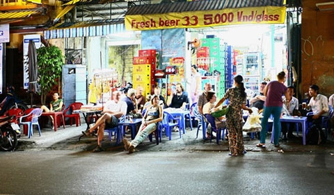 pho tay, saigon, foreign visitor, bui vien, street of foreigners