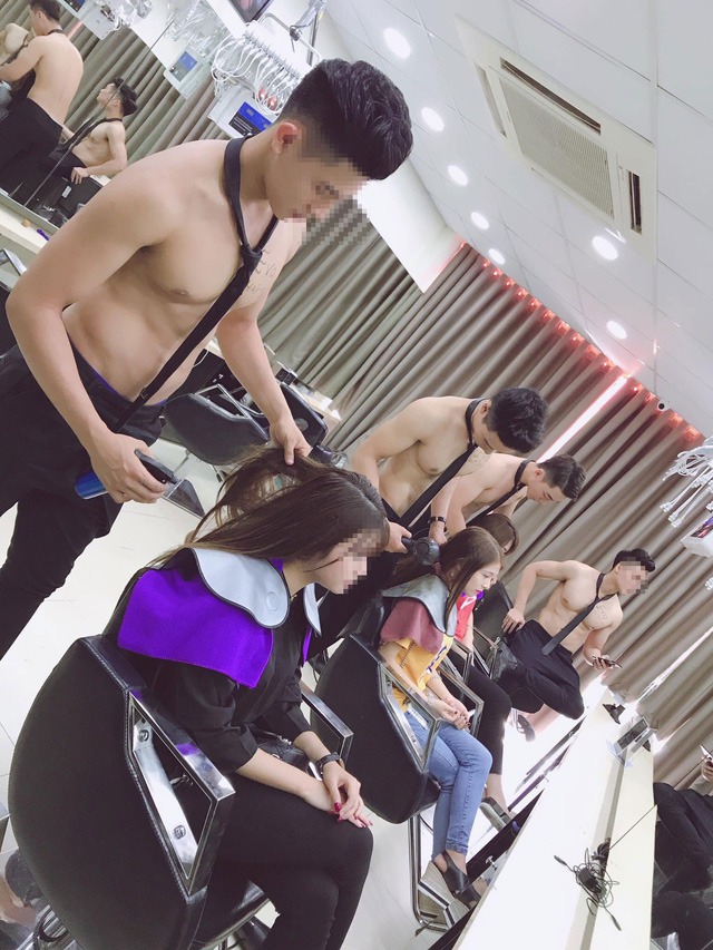 Hanoi shops employ topless men to lure customers, vietnam economy, business news, vn news, vietnamnet bridge, english news, Vietnam news, news Vietnam, vietnamnet news, vn news, Vietnam net news, Vietnam latest news, Vietnam breaking news