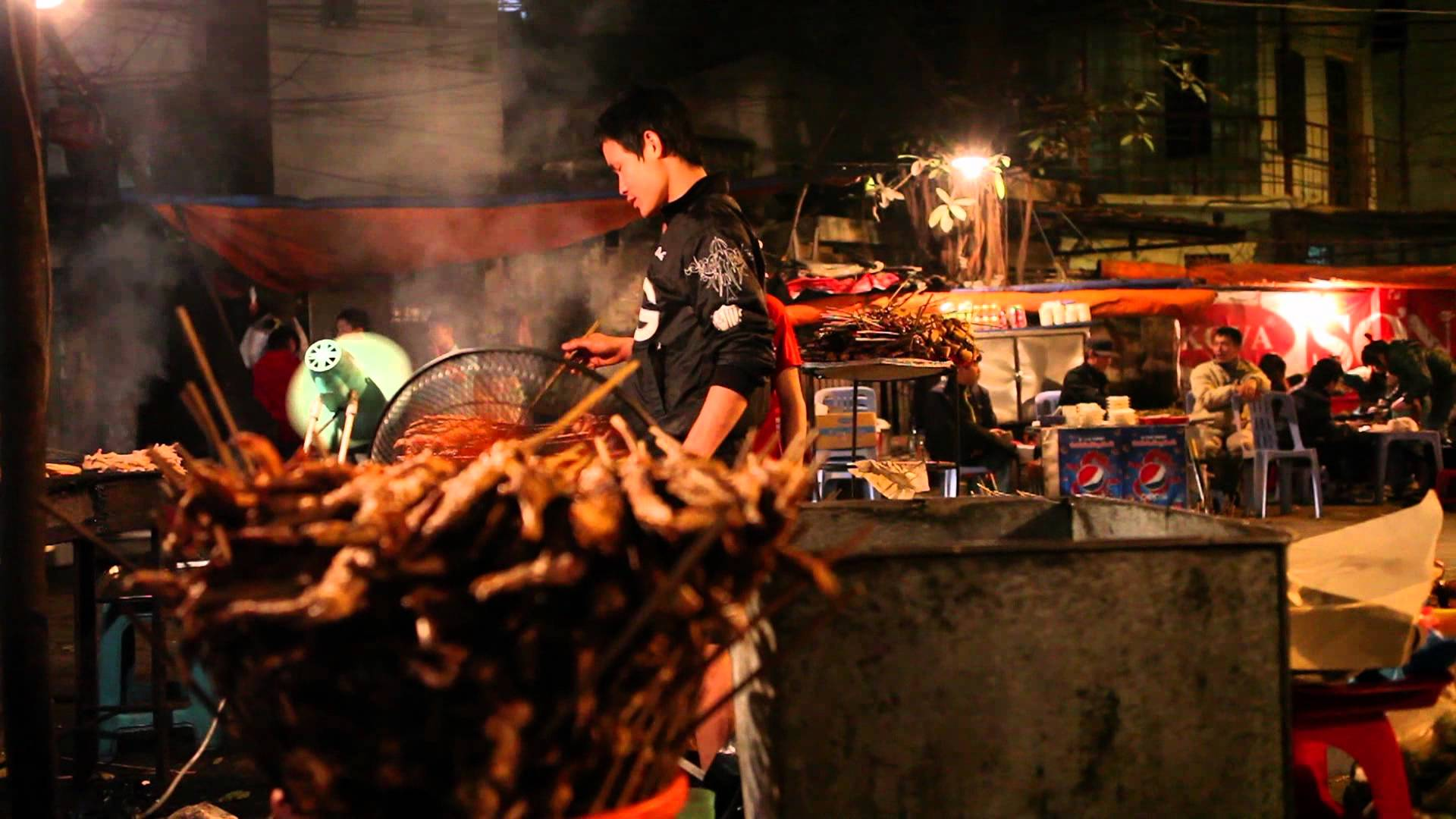 Five food streets in Hanoi, hang chieu, ly van phuc, to tich, hang than, hanoi food, street food in hanoi, hanoi travel, travel news, Vietnam guide, Vietnam airlines, Vietnam tour, tour Vietnam, Hanoi, ho chi minh city, Saigon, travelling to Vietnam, Viet