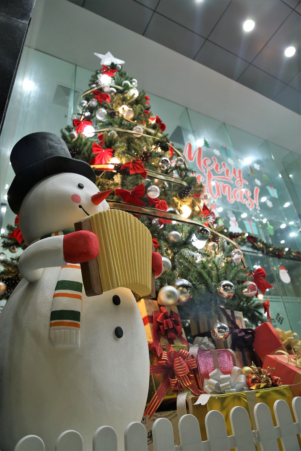 HCM City brightens up for Christmas, entertainment events, entertainment news, entertainment activities, what's on, Vietnam culture, Vietnam tradition, vn news, Vietnam beauty, news Vietnam, Vietnam news, Vietnam net news, vietnamnet news, vietnamnet