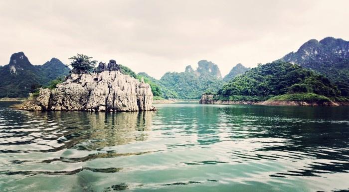 Thung Nai – miniature of Ha Long Bay in northwest, travel news, Vietnam guide, Vietnam airlines, Vietnam tour, tour Vietnam, Hanoi, ho chi minh city, Saigon, travelling to Vietnam, Vietnam travelling, Vietnam travel, vn news