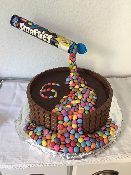 Illusion Candy Cake mit MMs und Maltesers von