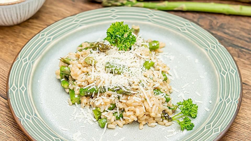 risotto mit grunem spargel und parmesan