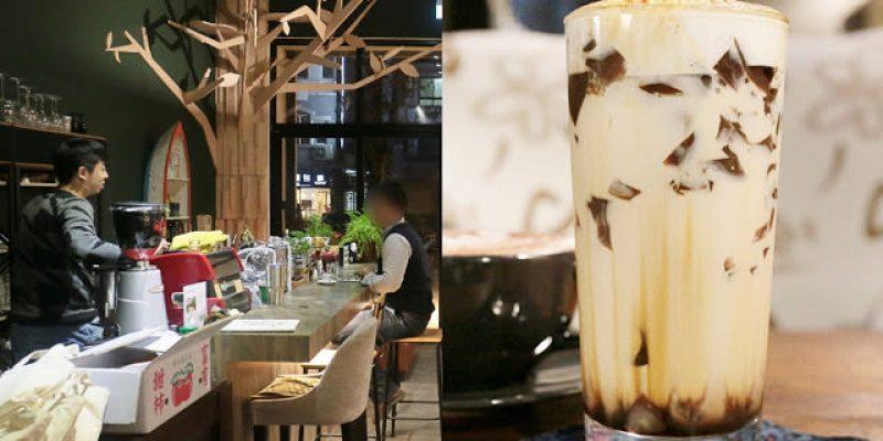 啥!顛覆吧。沒有招牌的超神秘咖啡廳!超酷的黑糖expresso粉粿是深夜限定!