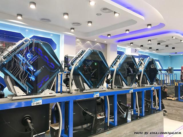 吉吉網路生活館,號稱台中最狂電競網咖,49吋大螢幕讓你身歷其境!