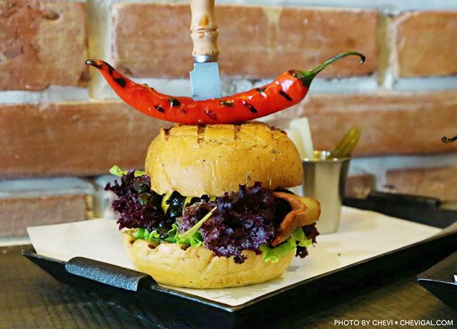 台中南屯│紅盒子美式漢堡*望高寮下的創意美式漢堡。闇黑撒旦漢堡就是要你好看!