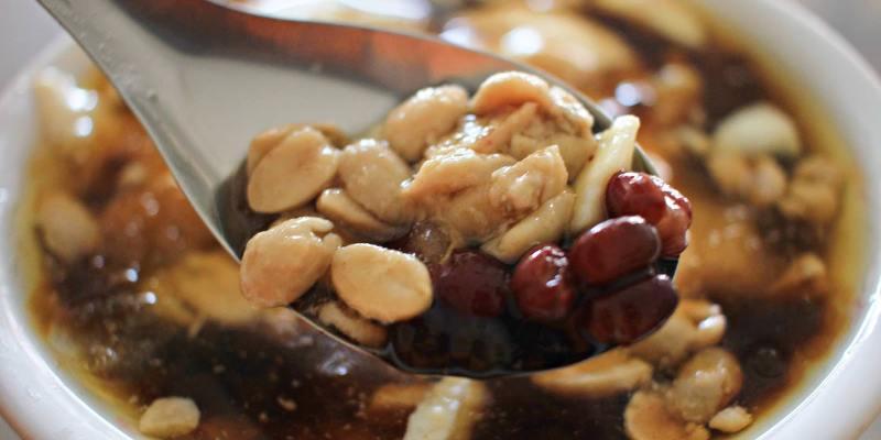 台中烏日│市場豆花*清涼消暑好選擇。口感綿密的古早味豆花。也吃得到濃濃黃豆香氣唷