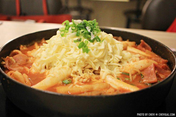 逢甲夜市│三清洞摩西年糕鍋*不用特地飛去韓國就能吃到的超邪惡起司年糕鍋。還有韓式炸醬麵新推出喔
