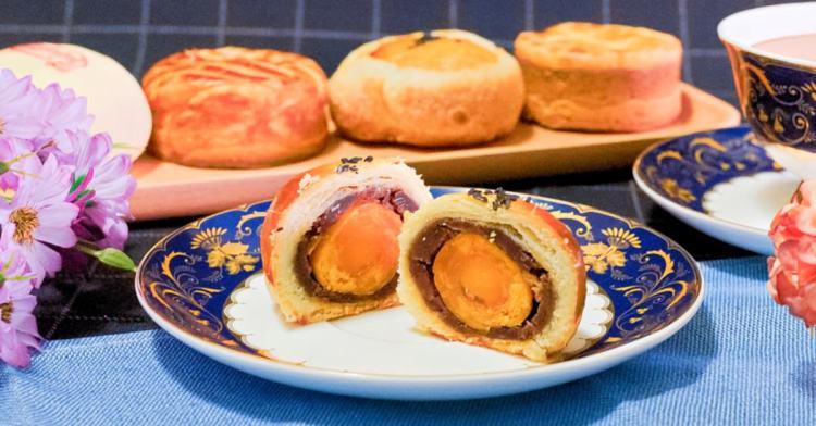 傳統中秋好禮蹦出新滋味!金黃蛋黃酥v.s.超香濃乳酪堡,真的好難選擇啊~