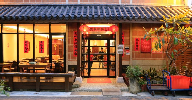 沙卡燒酒雞│台中隱藏版全酒燒酒雞,藏身在美麗古風建築內的人氣美味,不先訂位幾乎吃不到!