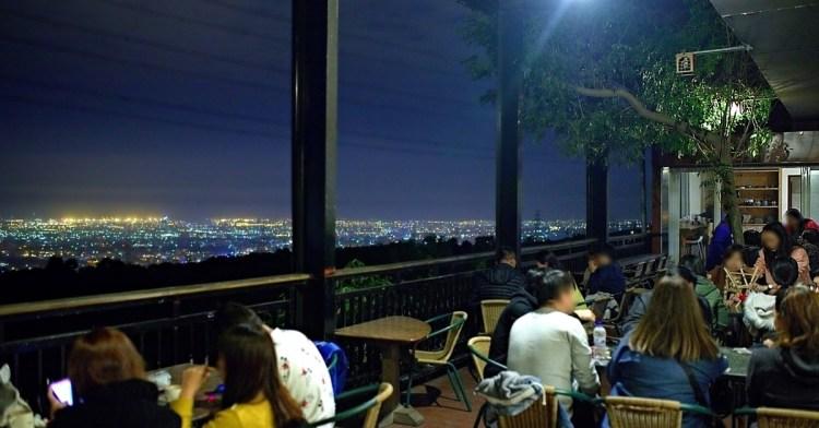 岳家莊夜景咖啡廳,超隱密遼闊夜景盡收眼底,還有多款桌遊讓你們玩到嗨!