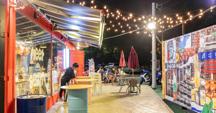 台中66貨櫃市集7月份正式開幕!繽紛彩繪+夢幻玻璃貨櫃好浪漫,揪團來呷美食、拍美照、逛逛街