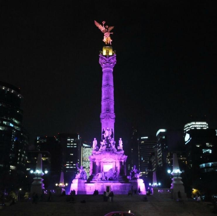 Monumentos en CDMX de morado por el Da de la Mujer