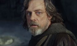 Why Luke Skywalker Used A Blue Lightsaber In Star Wars: The Final Jedi