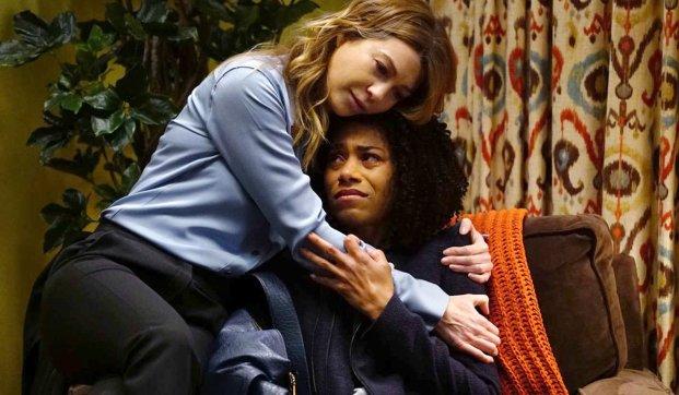 Grey's Anatomy Season 13 Meredith hugs Maggie after mother dies