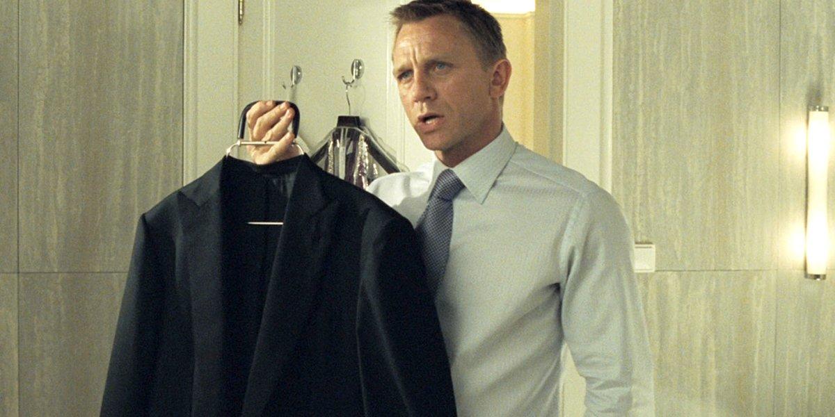 James Bond Fans Aren T Sold On Daniel Craig S New Look In