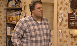 New Look At Roseanne Revival Reminds Us How Horrible The Wallpaper Was