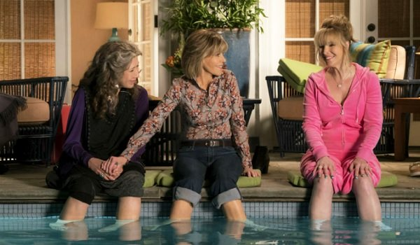 Grace and Frankie Lily Tomlin Jane Fonda LIsa Kudrow sitting at the pool