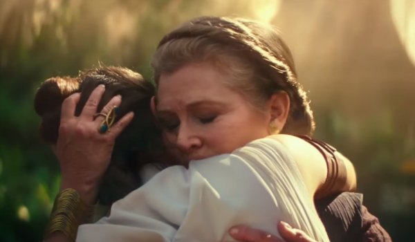 Star Wars: The Rise of Skywalker Leia tearfully embraces Rey