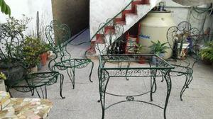 juego antiguo de mesa y silla para