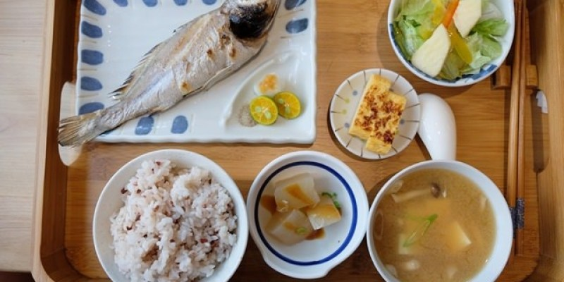 ▌宜蘭礁溪美食▌礁溪人氣餐廳♥里海咖啡(里海cafe')♥值得N訪的鮮魚料理