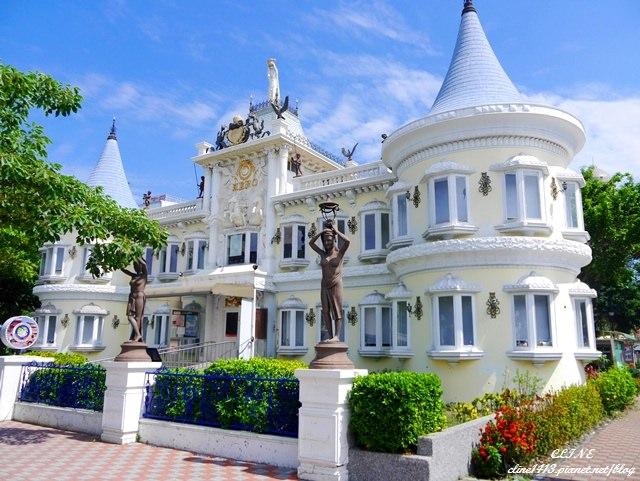 ▌台南景點▌揉眼!希臘城堡在市區♥台南移民署♥全台最美的公家機關&台南安平運河